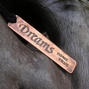 """Smycke med text """"Dreams come true"""""""