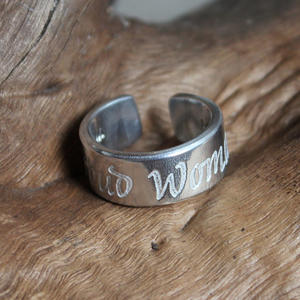 "Ring med text ""Proud Woman"""